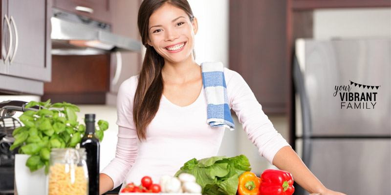 How can we make dinner time easy and fast? These time-saving tips for busy moms make it so much easier to assemble dinners at meal time! No more dinner prep stress!