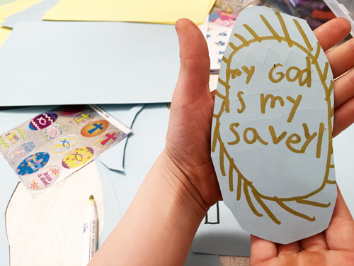 Need a last minute Easter craft? Try this simple, fun (and dare I say old school?) way to let kids' creativity and talents take center stage. And don't forget to enter the giveaway at the end for the Faith That Sticks stickers used in this craft time! Vibrant Homeschooling