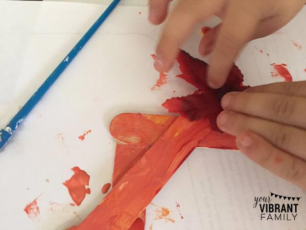 This awesome fall preschool craft teaches shapes and colors... and results in a beautiful fall wreath for your home! Plus it's fast and easy and uses 4 craft supplies you probably already have in your home! You'll want to do this with your preschooler today!